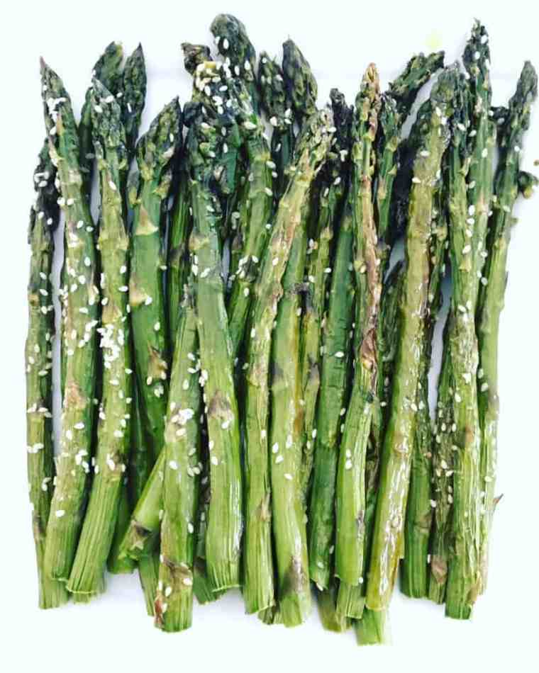 roasted asparagus with sesame seeds