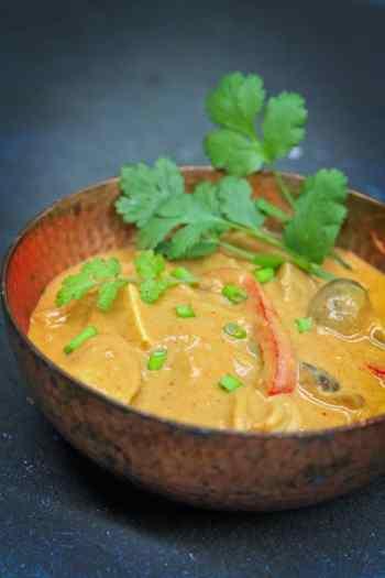 spicy peanut noodle Soup
