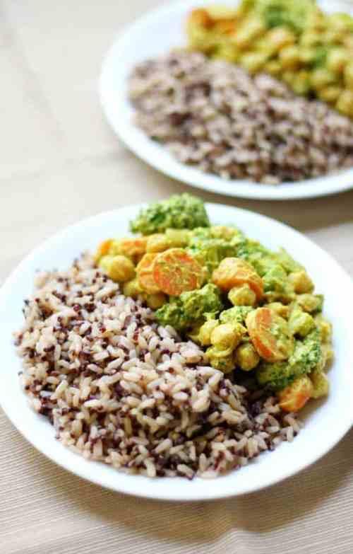 10-Minute-Coconut-Yogurt-Chickpea-Curry-1