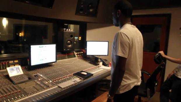 "Lloyd Banks ""Start It Up"" Behind The Scenes – Off ""On The Road To HFM2"""