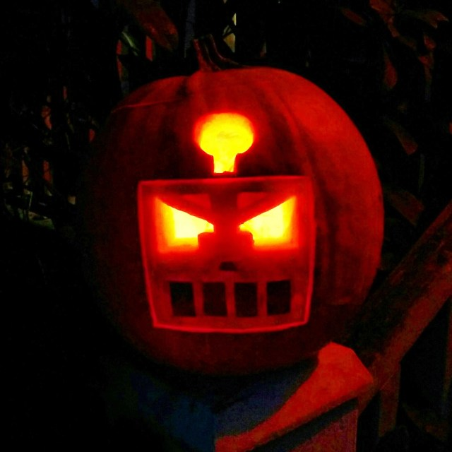 Wait... that's not a punkin at all, BUT A HIDEOUS ROBOT! The horror!