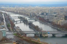 River Seine flowed lazily to the northernpart of Paris.