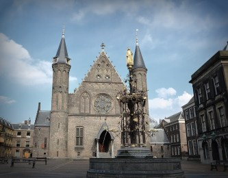 the Ridderzaal (Knight's Hall), looks like a cathederal, but it is not a cathederal.