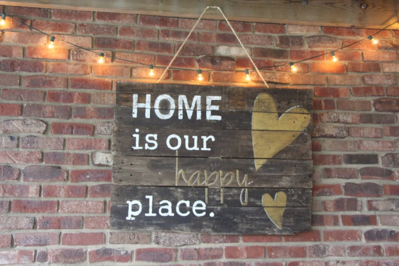 outdoor oasis | backyard patio DIY pallet sign | outdoor lights | This is our Bliss