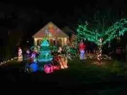 Holiday Lights in River Edge, NJ | www.thisisriveredge.com