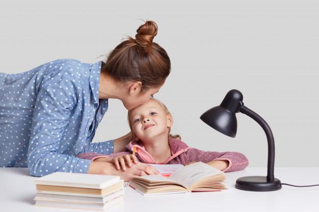 Πώς θα μάθουν τα παιδιά να διαβάζουν μόνα τους; – Thisisus.gr