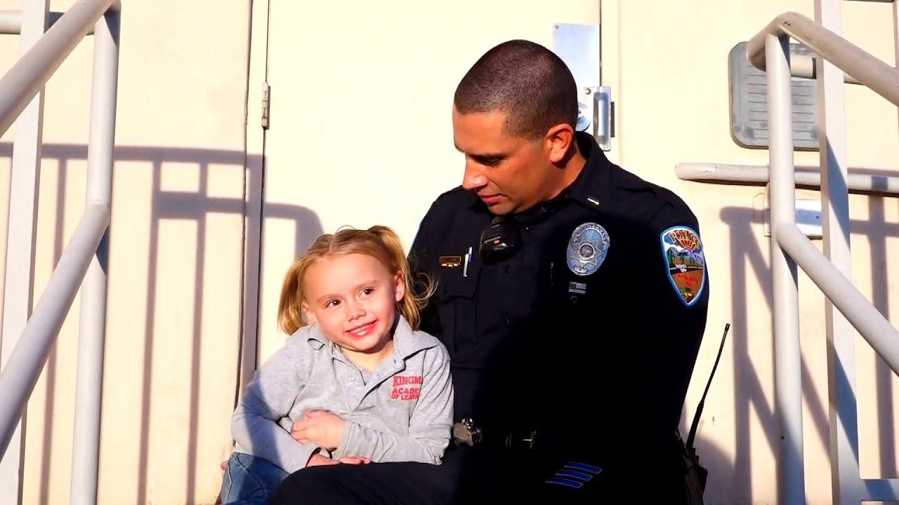Αστυνομικός υιοθετεί κοριτσάκι που διέσωσε – Thisisus.gr
