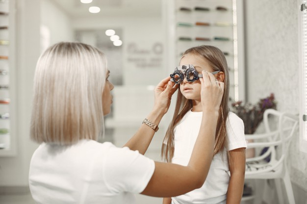 Πότε πρέπει να γίνει η πρώτη επίσκεψη στον οφθαλμίατρο; – Thisisus.gr