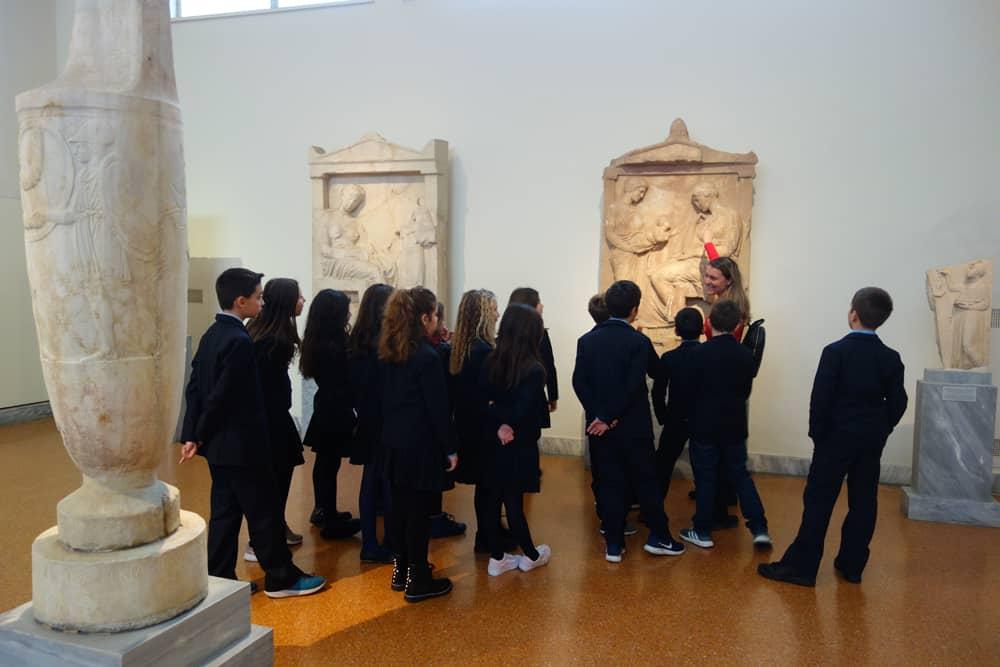 Ελλάδα: Έδιωξαν μαθητές από μουσείο  – Thisisus.gr