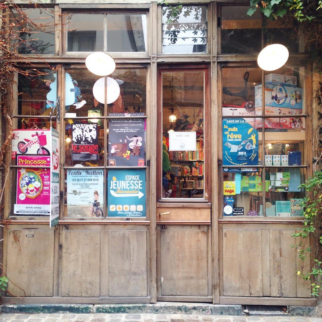Une jolie librairie dans une petite ruelle du 11ème