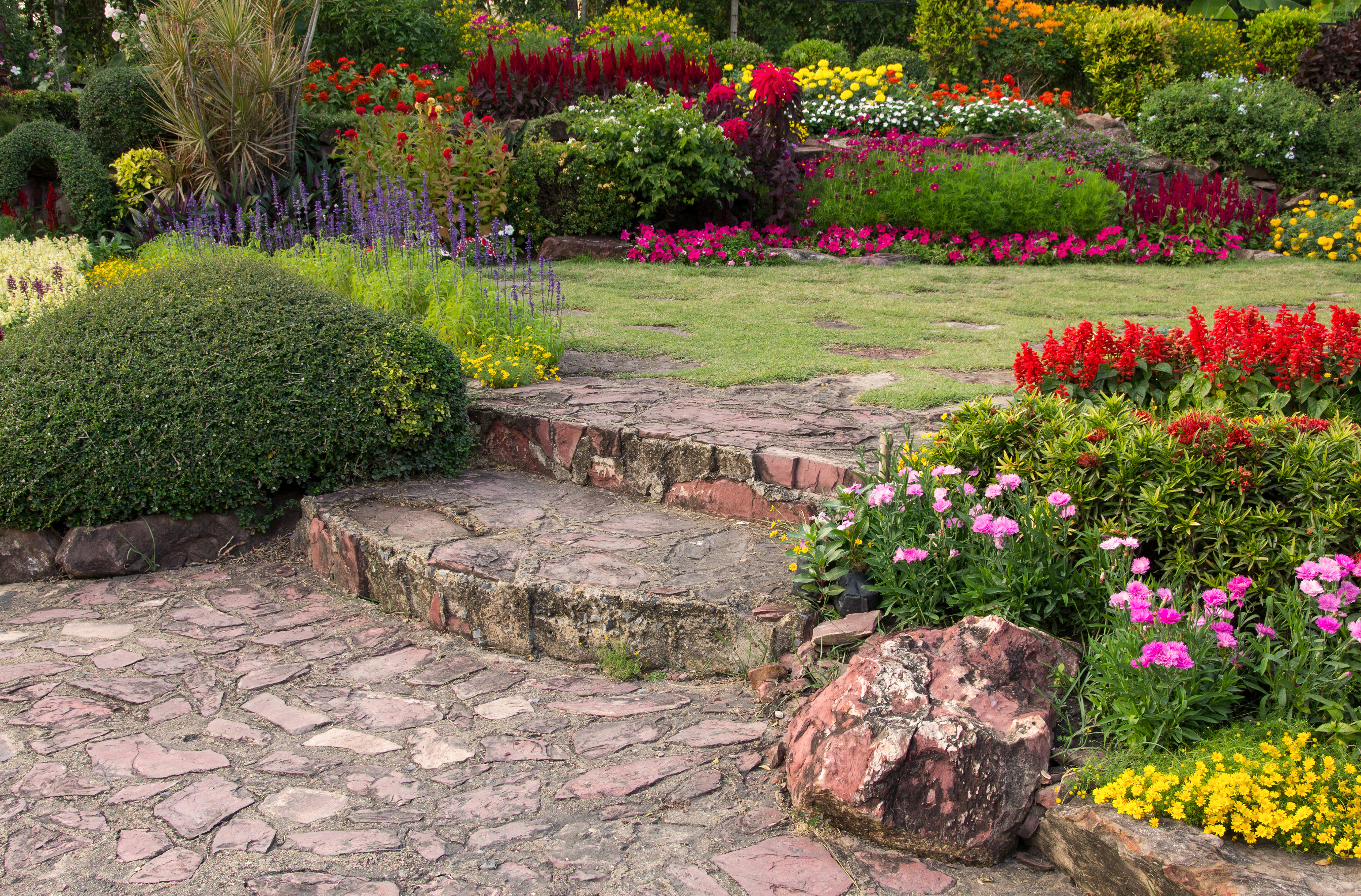 How To Redecorate Your Old Garden And Create Your Own Private