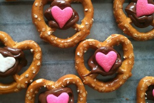 15 EASY VALENTINE'S DAY TREATS
