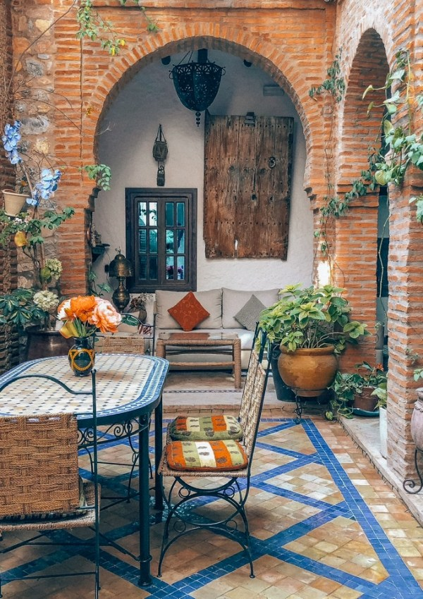 THE DOWN TO EARTH RUSTIC PATIO STYLE