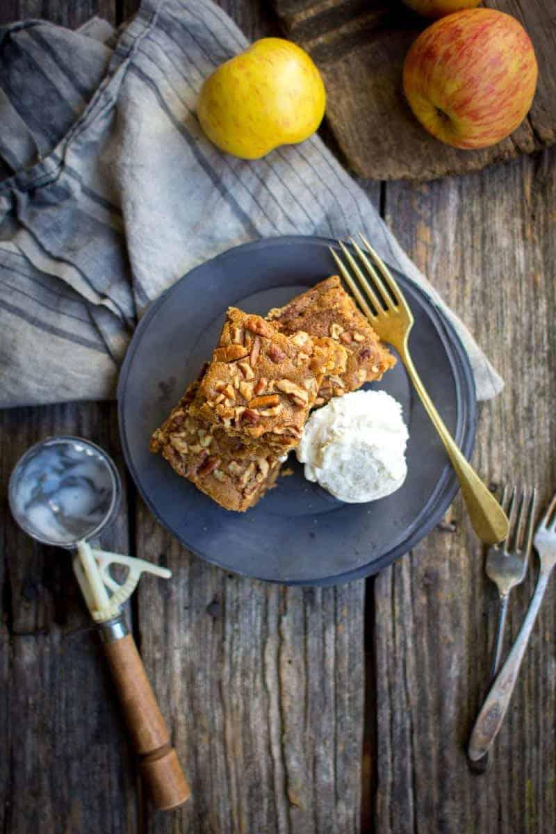 Apple Brown Butter Blondies recipe by @beardandbonnet with @pamelasproducts
