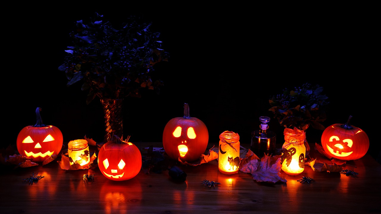 Halloween Safety Tips For Parents Pumpkins and lanterns