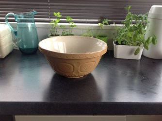 This mum rocks brown bread bowl