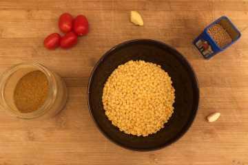 dahl indiano di lenticchie servito