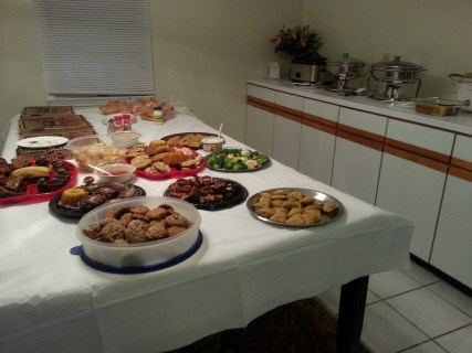 Superbowl noms! (My cookies from the last post are in the front round Tupper.)