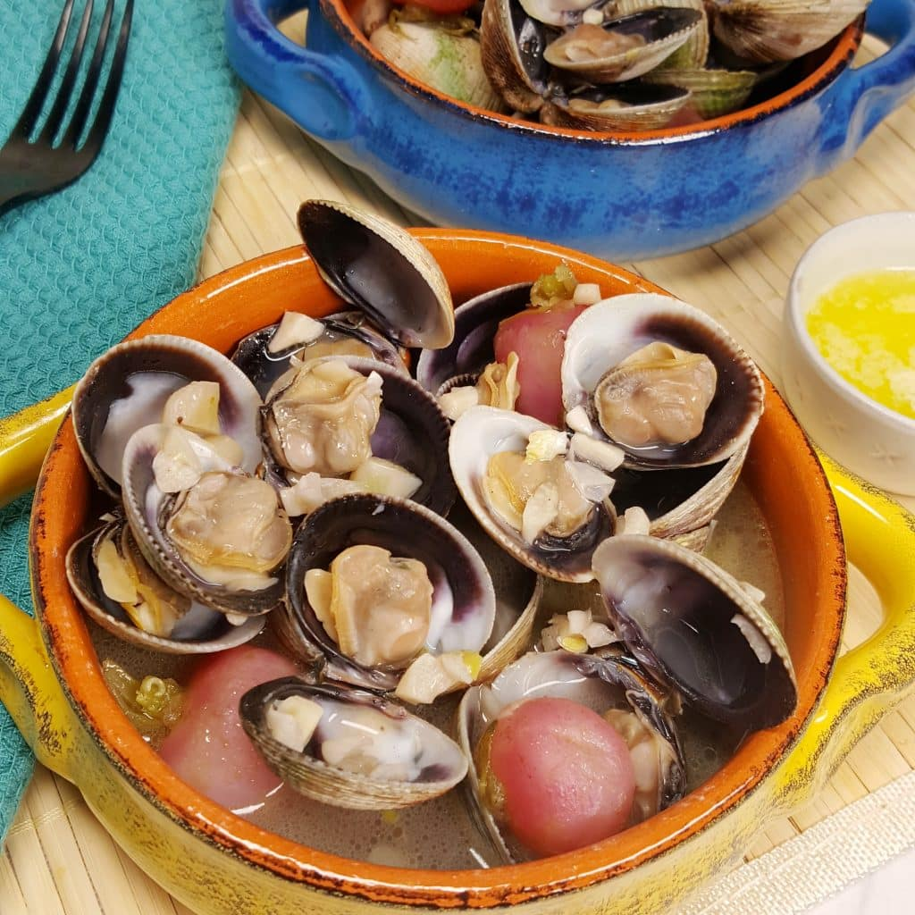 Instant Pot Steamed Clams in White Wine Garlic Butter