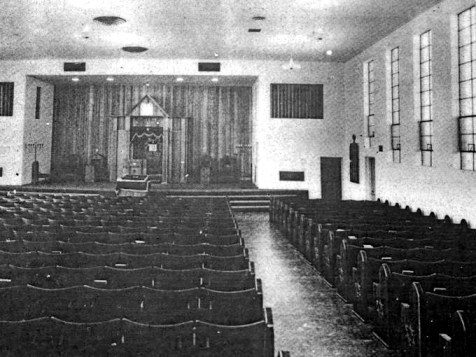Historic photo if the interior of the synagogue.