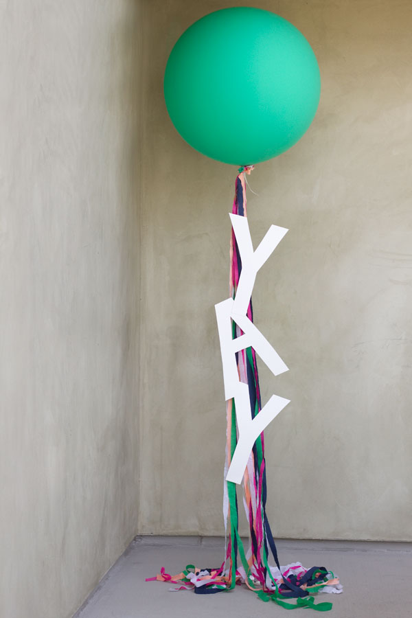 DIY-Giant-Balloon-Message