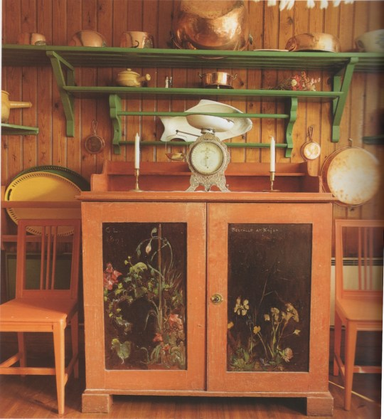 Carl Larsson's upcycled kitchen cabinet