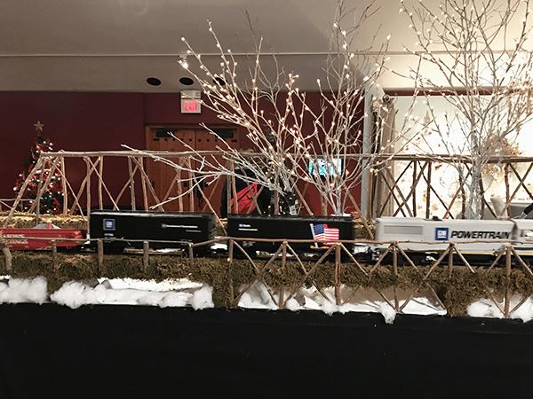 model-train-at-gardens-aglow