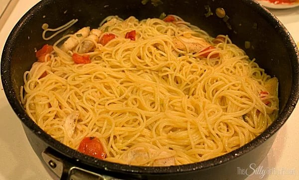 Blistered Tomato and Chicken Pasta, This would be a perfect dish to try out if you aren't much of a cook. You would definitely impress your sweetie if you made this and served it for Valentine's Day!