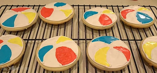 alternate the remaining colors of red, blue and yellow royal icing for the other open sections.