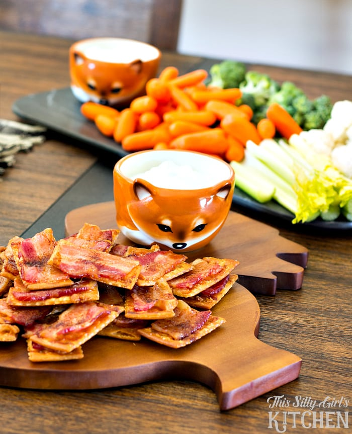 Sweet Chipotle Bacon Crackers, irresistible little nuggets of happiness. Probably not a good idea to make these, you will eat the whole batch! from ThisSillyGirlsLife.com #ad #freshholidaytips