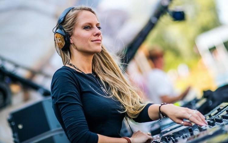 nora en pure heart beating