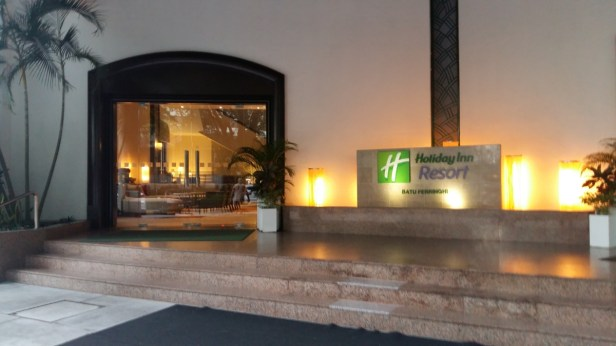 Holiday Inn Penang tower entrance