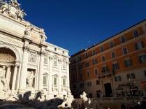 Trevi Fountain daytime 3