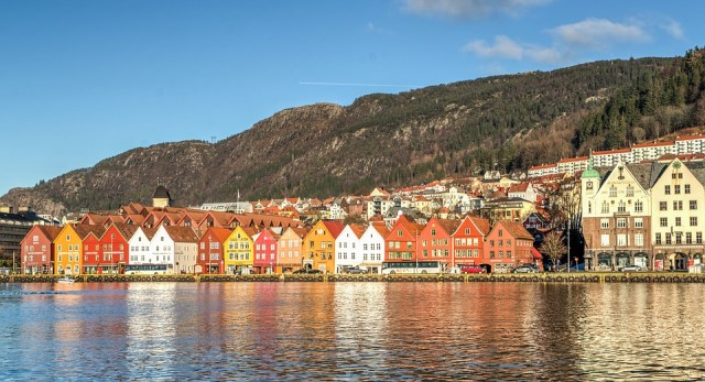 Travel plans 2019 - Bergen coloured houses