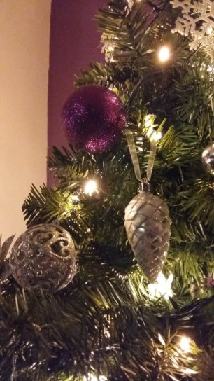 sparkly-christmas-baubles