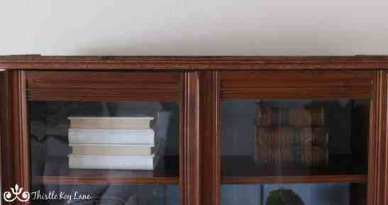 Simple molding around the top