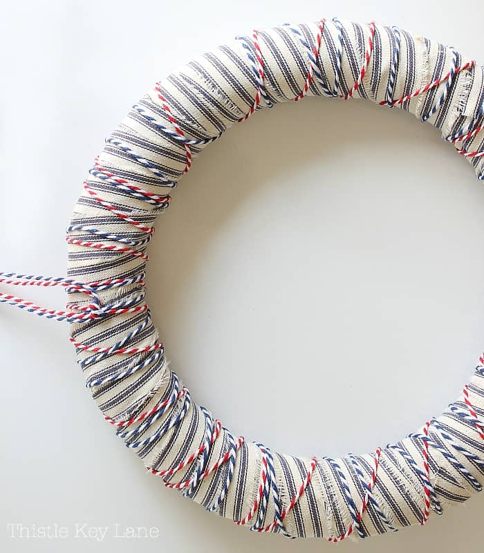 This is how to make a summer wreath.