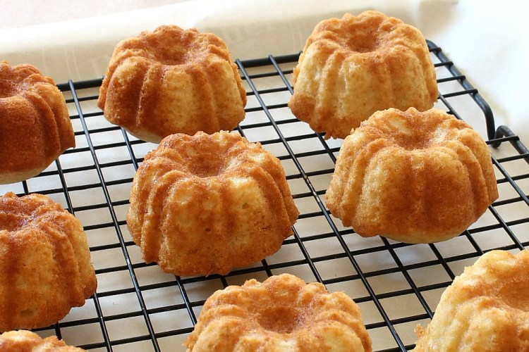 Mini rum cake recipe. Save this for later!
