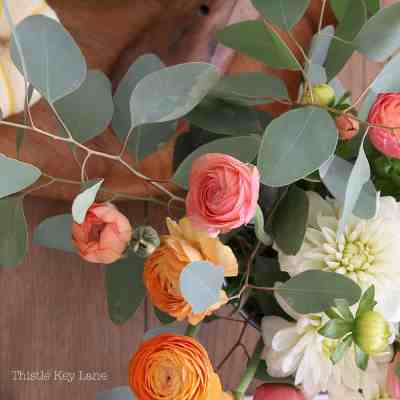 Easy Fall Decor With Flowers And Pumpkins