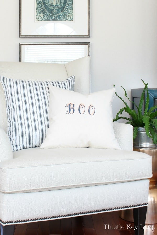 Simple and cute DIY stenciled pillow cover.