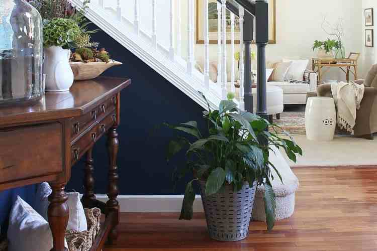 Styling A Simple Fall Entry Table