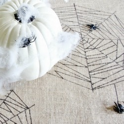 Burlap_Table_Runner_With_Spiders 250 x 250