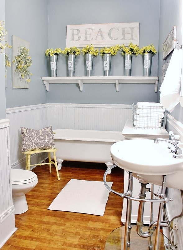 These farmhouse decorating ideas will transform your bathroom space into a quaint private area.