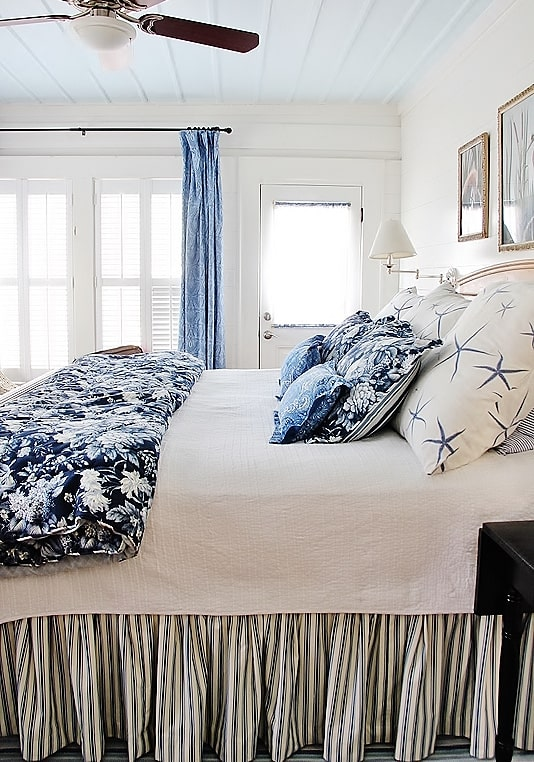 beach-cottage-style-blue-and-white