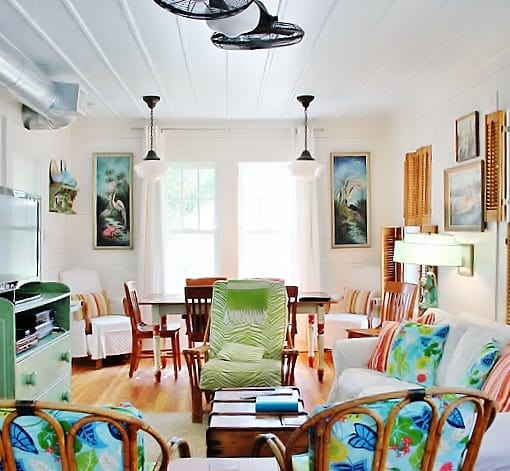 beach-cottage-style-living-room