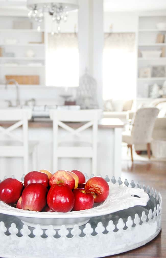 farmhouse kitchen apples