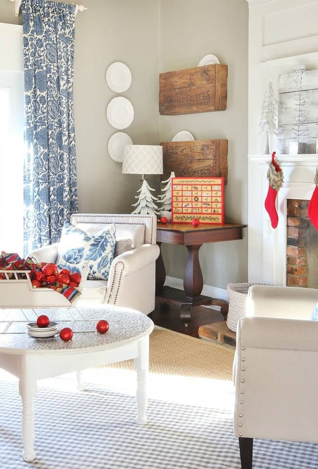 blue-and-white-christmas-with-red-accents