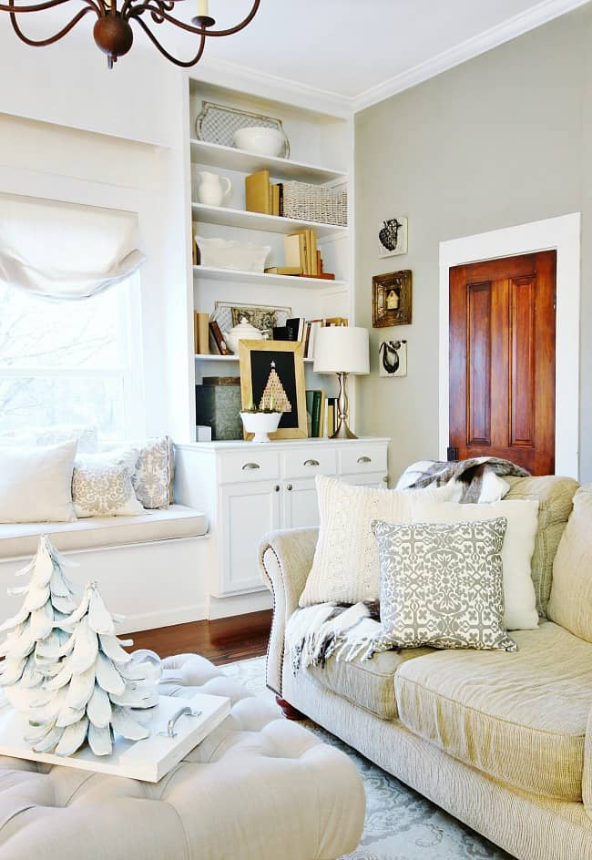 living-room-decorated-for-christmas