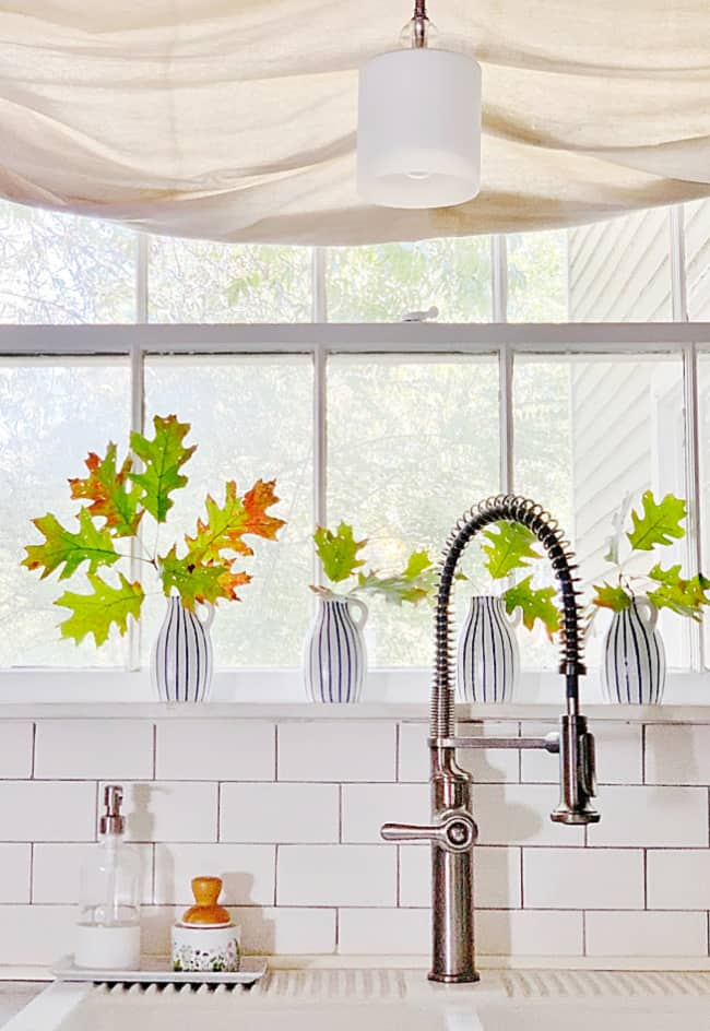 leaves and fall kitchen decorating ideas