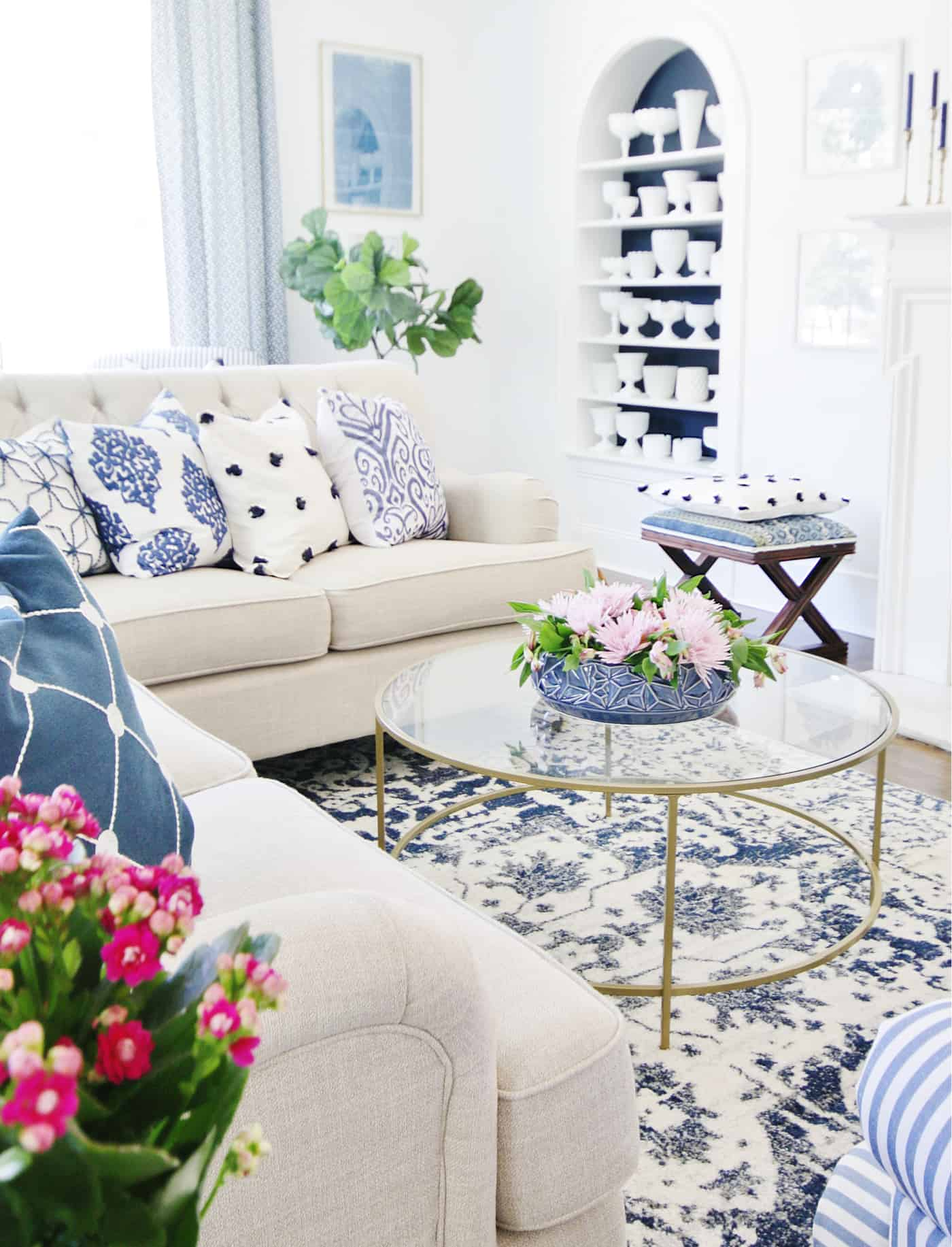 living room with patterns and how to mix them
